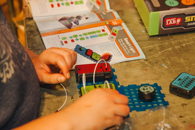 Fine The Best Electronics Kits For Kids And Beginners Reviews By Wiring Cloud Hemtegremohammedshrineorg